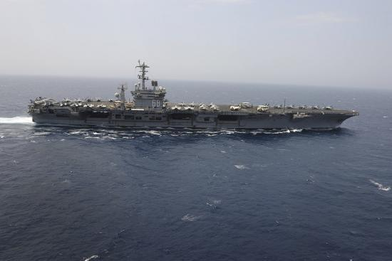 the-aircraft-carrier-uss-nimitz-transits-the-red-sea