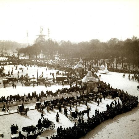 the-arrival-of-carriages-at-the-exposition-universelle-paris-1900