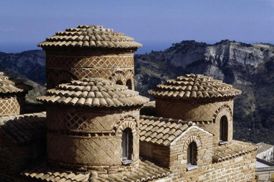the-cattolica-9th-10th-century-byzantine-church-stilo-calabria-italy-detail-of-cupola