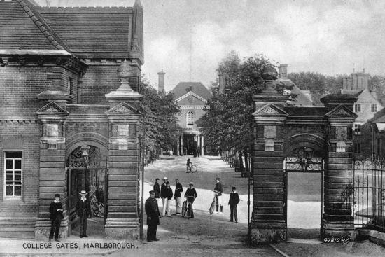 the-entrance-to-marlborough-college-marlborough-wiltshire-early-20th-century
