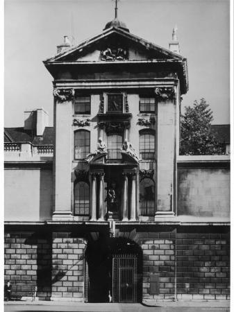 the-gatehouse-of-st-bartholomew-s-hospital-smithfield-london