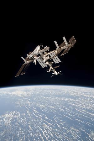 the-international-space-station-in-orbit-above-earth