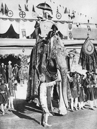 the-prince-of-wales-with-the-maharajah-of-gwalior-during-his-indian-tour-1921