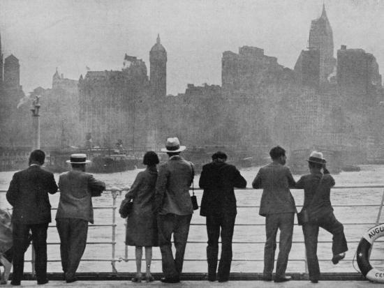 the-skyline-of-new-york-as-many-first-saw-it-arriving-by-sea-on-board-the-augustus