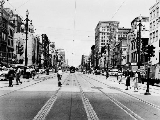 the-streetcar-tracks-of-canal-street-in-new-orleans