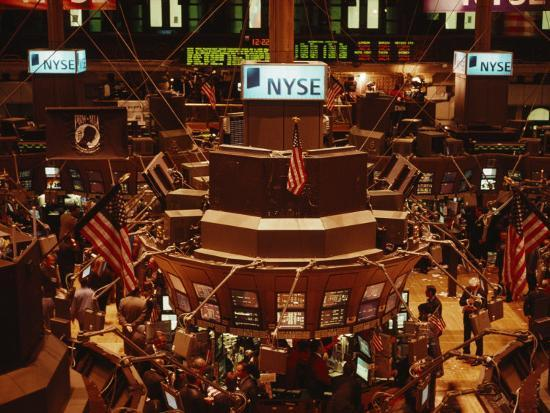 the-trading-floor-of-the-new-york-stock-exchange-on-wall-street