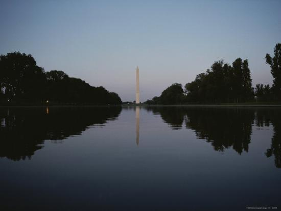 the-washington-monument-reflected-at-eye-level-in-the-reflecting-pool