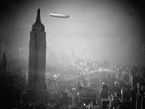 the-zeppelin-hindenburg-floats-past-the-empire-state-building