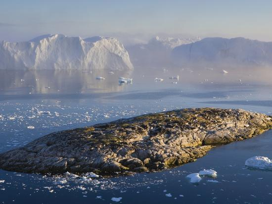 theo-allofs-small-rocky-island-and-icebergs