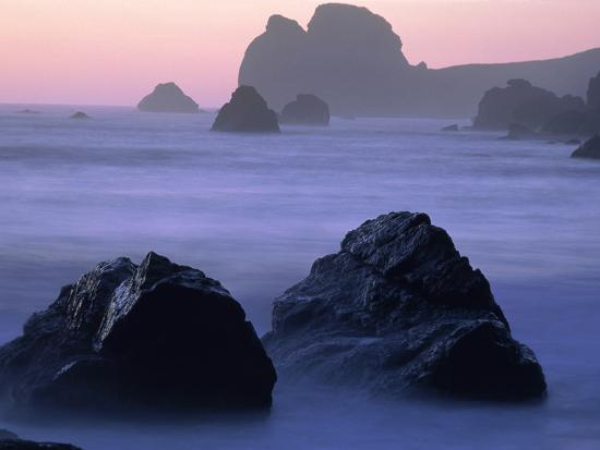 theo-allofs-usa-california-redwood-national-park-rocky-shore-with-surf-dusk