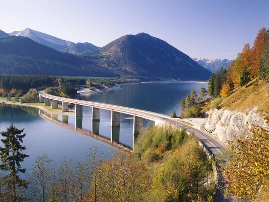 thonig-germany-upper-bavaria-reservoir-sylvensteinstausee-bridge-autumn