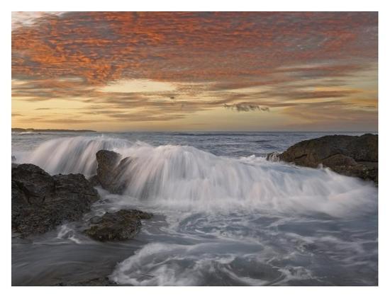 tim-fitzharris-breaking-wave-playa-langosta-guanacaste-costa-rica