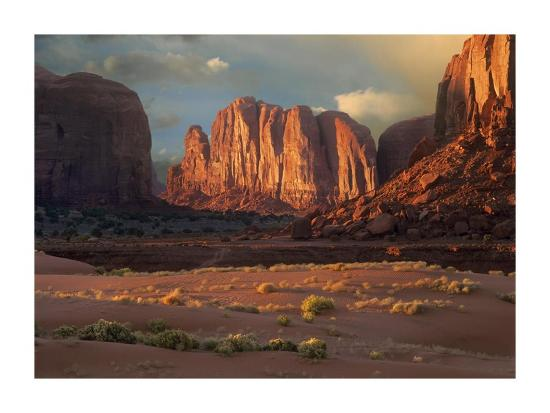 tim-fitzharris-camel-butte-rising-from-the-desert-floor-monument-valley-arizona