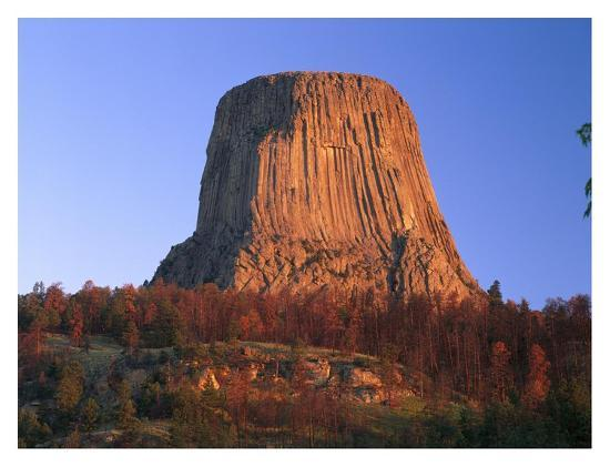 tim-fitzharris-devil-s-tower-national-monument-showing-famous-basalt-tower-wyoming