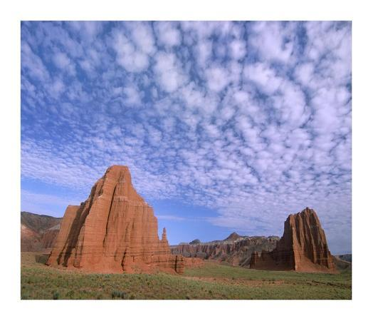 tim-fitzharris-sandstone-formations-temples-of-the-sun-and-moon-capitol-reef-national-park-utah