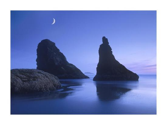 tim-fitzharris-sea-stacks-at-dusk-along-bandon-beach-with-rising-moon-oregon