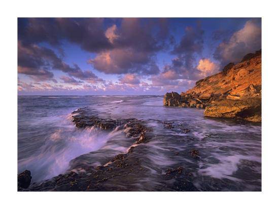 tim-fitzharris-surf-crashing-on-rocks-at-keoneloa-bay-maui-hawaii