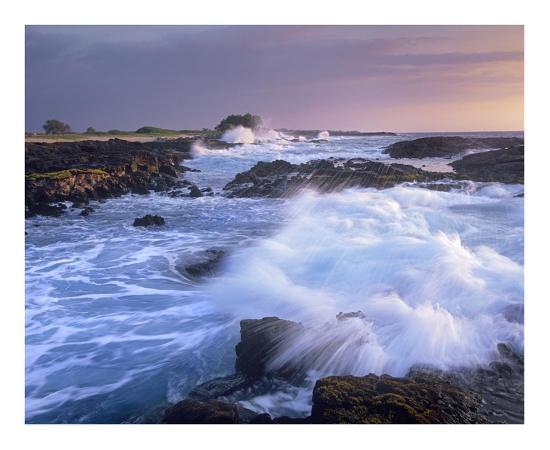 tim-fitzharris-waves-crashing-on-rocky-shore-wawaloli-beach-big-island-hawaii