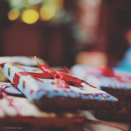 tim-kahane-wrapped-xmas-presents