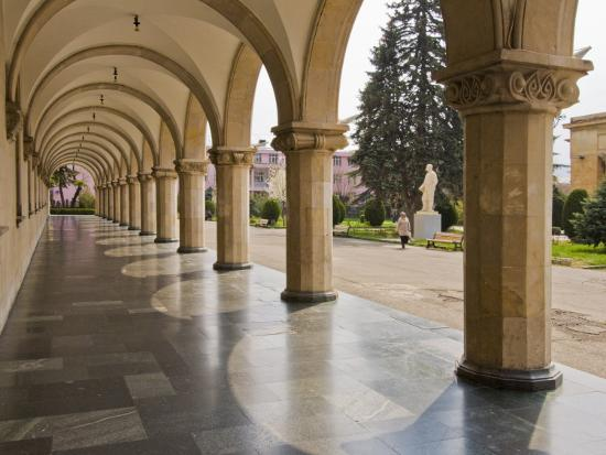 tim-makins-colonnaded-marble-walkway-at-joseph-stalin-museum