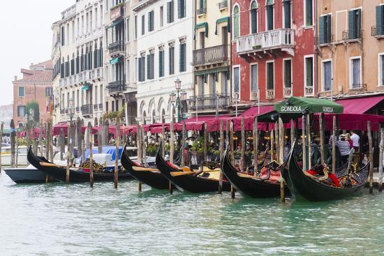tom-norring-gondolas-and-restaurants-at-grand-canal-venice-italy