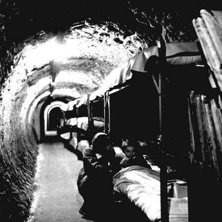 toni-frissell-london-underground-tunnels-with-bunk-beds-wwii