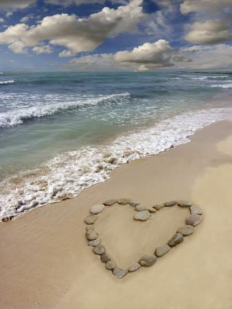 tony-craddock-heart-shape-on-a-beach