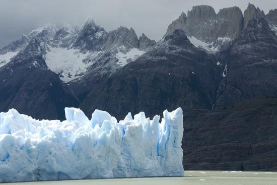 tony-face-of-glaciar-grey-grey-glacier-on-lago-de-grey