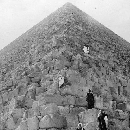 tourist-s-corner-the-great-pyramid-of-giza-egypt-20th-century