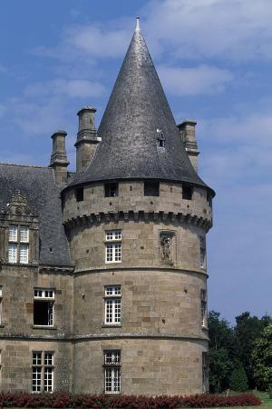 tower-of-bonnefontaine-castle-antrain-brittany-france