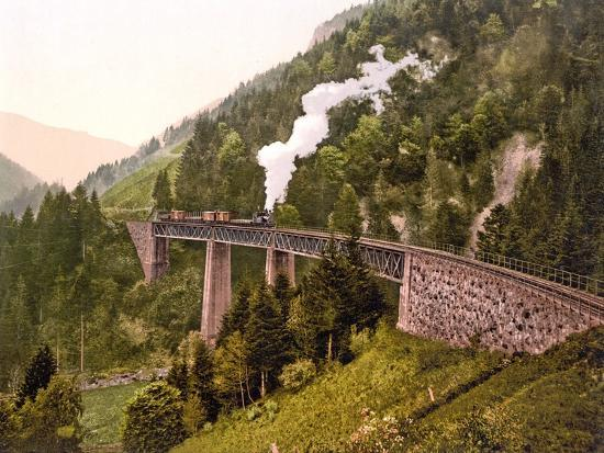 train-crossing-the-ravenna-viaduct-of-the-hollental-railway-in-the-ravenna-gorge