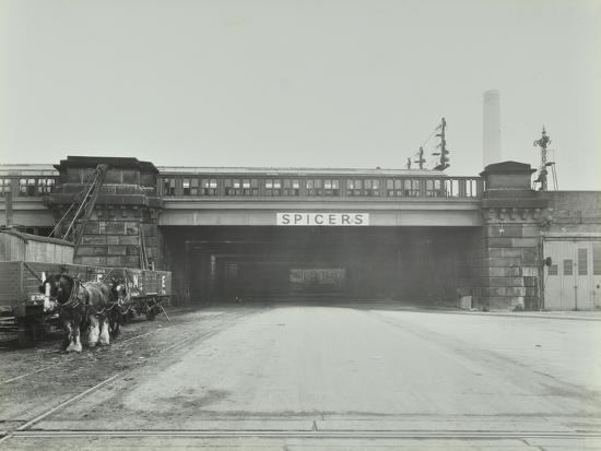 train-passing-over-the-chelsea-road-london-1936