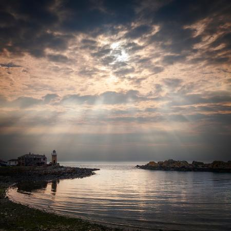 travellinglight-the-harbour-and-lighthouse-at-portpatrick-dumfries-and-galloway-scotland-on-a-stormy-day