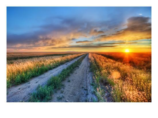 trey-ratcliff-long-road-in-montana