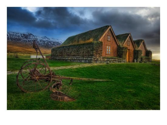 trey-ratcliff-the-grassy-roof-in-the-central-icelandic-farms