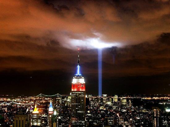 tribute-in-light-illuminates-the-sky-over-manhattan