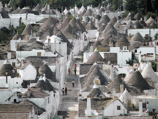 trulli-small-round-houses-of-stone-with-conical-roof-in-alberobello-unesco-world-heritage-list