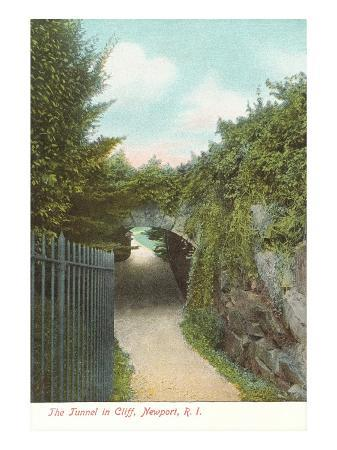 tunnel-in-cliff-walk-newport-rhode-island