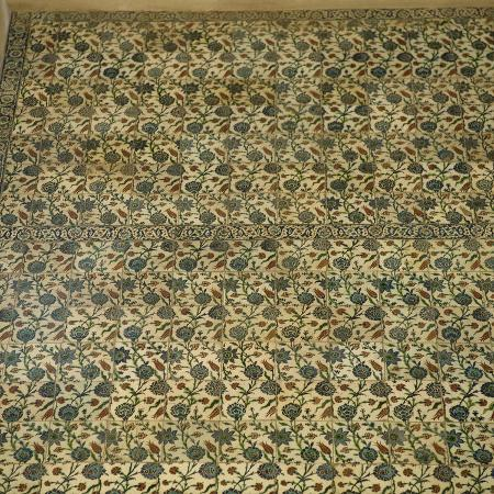 turkey-istanbul-blue-mosque-16th-century-ottoman-style-inside-tiles-detail