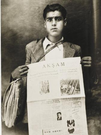 turkish-newspaper-boy