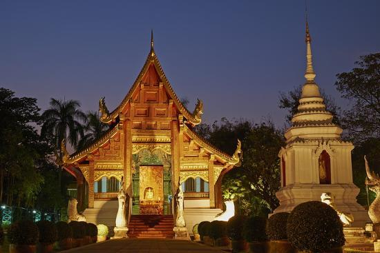 tuul-wat-phra-singh-chiang-mai-thailand-southeast-asia-asia