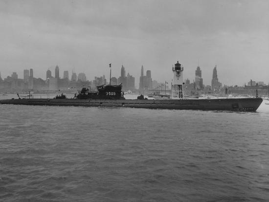 u-505-arrives-in-chicago