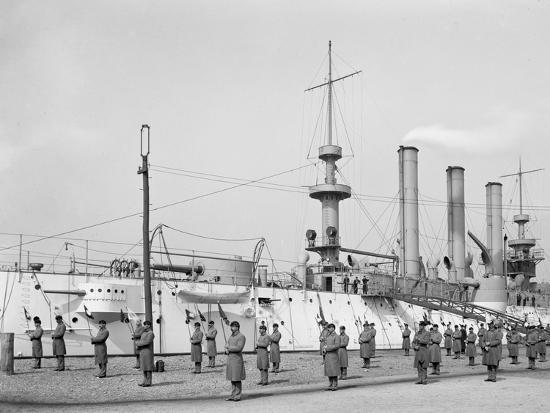 u-s-s-brooklyn-marine-guard-signal-drill