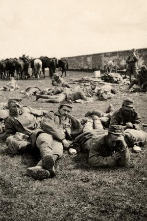 ugo-ojetti-prisoners-in-transit-rest-at-medeuzza-during-world-war-i