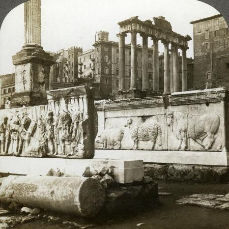 underwood-underwood-bas-reliefs-of-trajan-and-column-of-phocas-in-the-forum-rome-italy