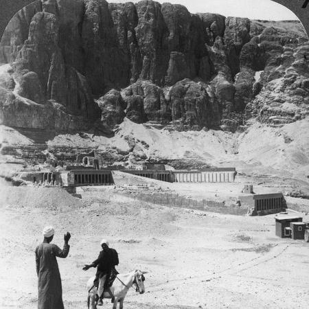 underwood-underwood-buried-for-ages-colonnaded-terraces-of-the-temple-at-der-el-bahri-thebes-egypt-1905