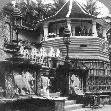 underwood-underwood-dalada-maligawa-palace-of-buddha-s-tooth-kandy-sri-lanka-1902