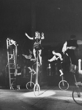 unicyclists-performering-at-the-circus