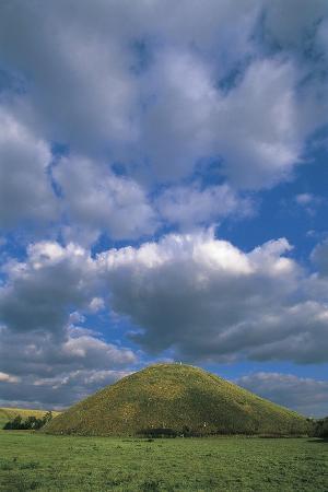 united-kingdom-england-wiltshire-avebury-silbury-hill-3rd-millennium-bc