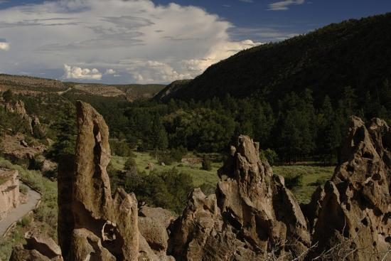 united-states-bandelier-national-monument-tyuonyi-pueblo-indian-settlement